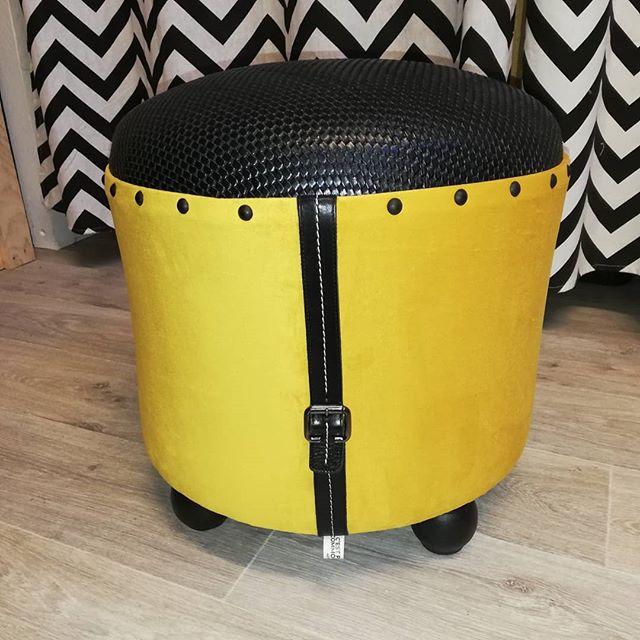 Pouf-simili-cuir-noir-jaune